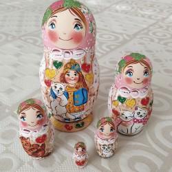 """Matrioška Pastel """"Dievčatko na Červenom námesti """", 10 dielna, 26 cm"""